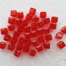Бусины - кубики граненые красные