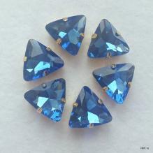 Стразы треугольные синие в цапах