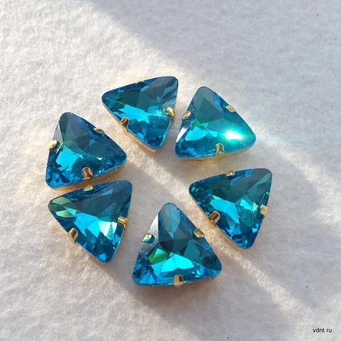 Стразы треугольные в цапах цвет аквамарин
